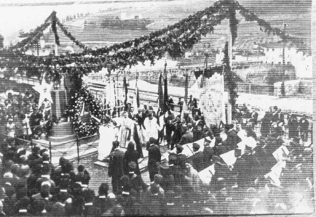 cerimonia_religiosa_in_piazza